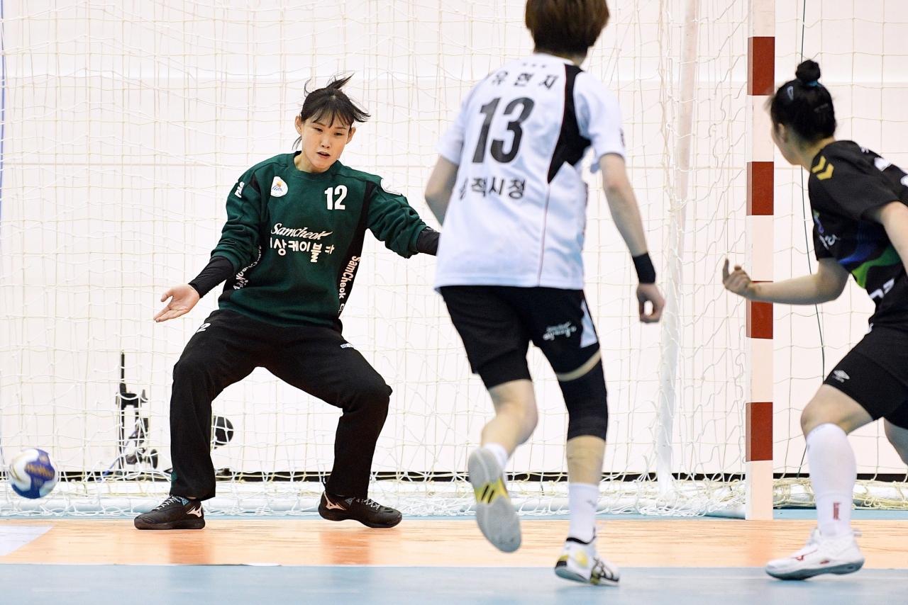 [핸드볼리그] 삼척시청, 경남개발공사에 7점차 완승.... '선방쇼' 박미라, 리그 최초 2100세이브