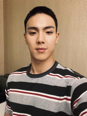 """몬스타엑스 셔누, 오늘(22일) 훈련소 입소 ... """"성숙해진 모습으로 건강히 돌아올 것"""""""